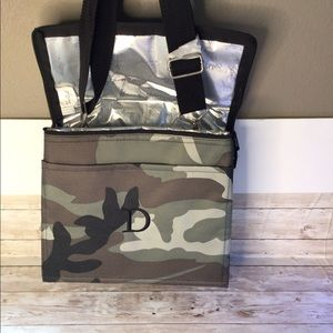 Thirty one insulated bags